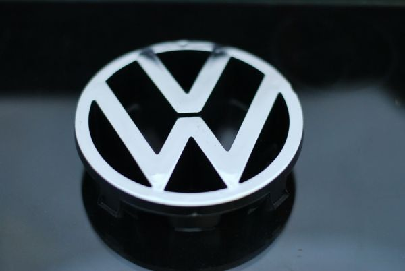 Задна Емблема VW VOLKSWAGEN Beetle CC Corrado EOS Golf Jetta Karmann-Ghia Passat Routan Scirocco Thing Tiguan Touareg Type 4 Van/Camper